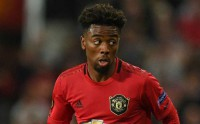 Manchester United chia tay tiền vệ Angel Gomes